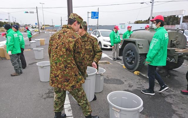 画像4: マラソン大会で演奏、給水支援|勝田駐屯地