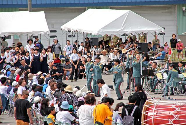 画像9: 創立66周年行事に住民ら1600人|岩見沢駐屯地