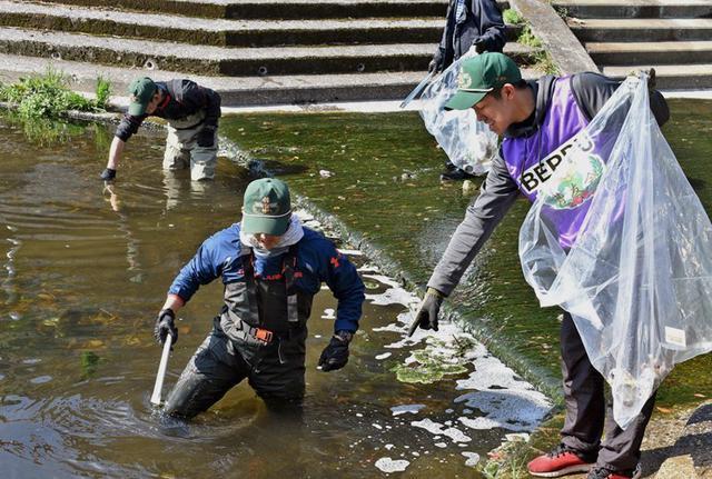 画像1: 登山大会コースの境川を清掃|別府駐屯地