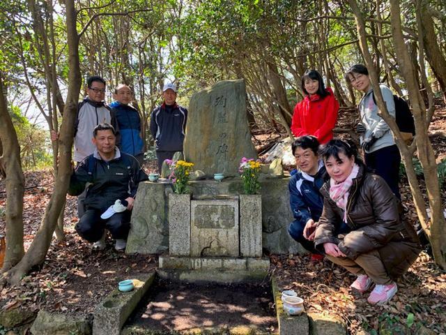 画像4: 空自ヘリ殉難の碑に慰霊参拝|香川地本