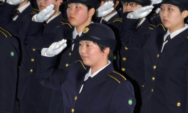 画像4: 女性自候生195人に教育開始|久留米駐屯地