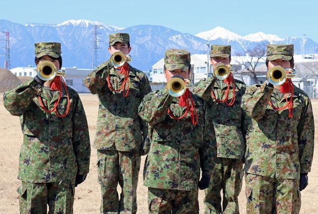 画像2: 初級ラッパ教育訓練 12人全員合格|松本駐屯地