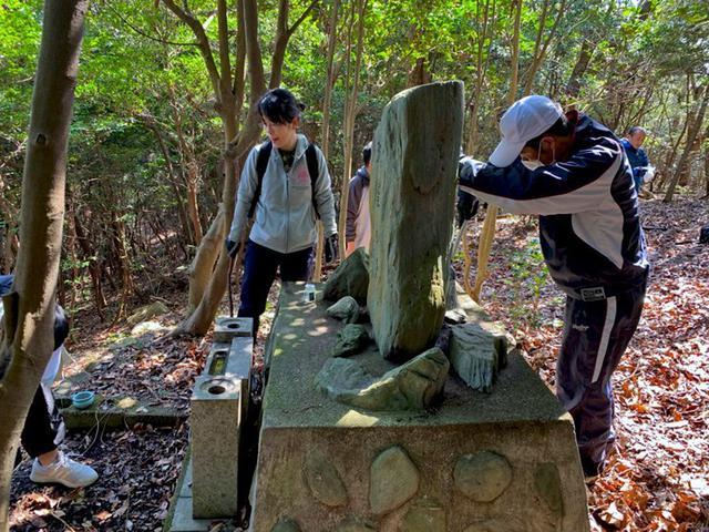画像3: 空自ヘリ殉難の碑に慰霊参拝|香川地本