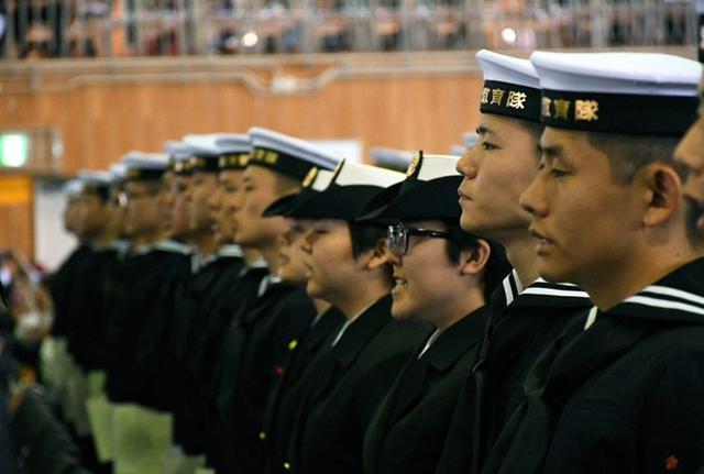 画像1: 曹候生294人、自候生93人が入隊|海自佐世保教育隊