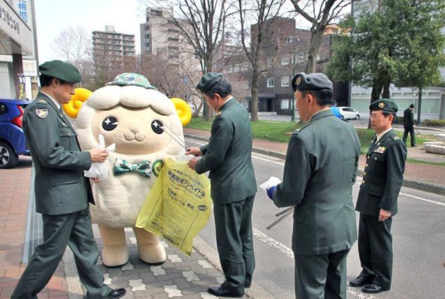 画像1: 部員50人が清掃活動で環境美化|札幌地本