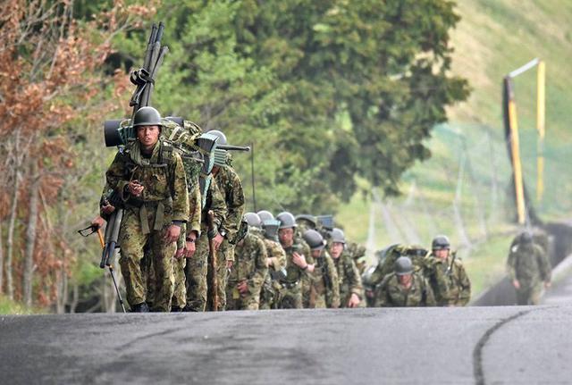 画像1: 東富士で野営錬成訓練、100キロ完歩|板妻駐屯地