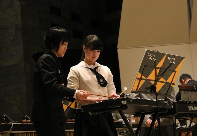 画像2: 海自東音隊員が中高生に演奏指導|静岡地本