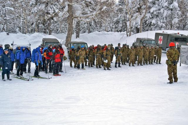 画像1: 警察、消防と初の冬季総合訓練|上富良野駐屯地