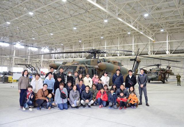 画像4: 輸送ヘリ体験搭乗に71人|熊本地本