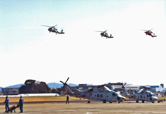 画像1: 隊員3人がセレモニーフライト|海自22航空隊