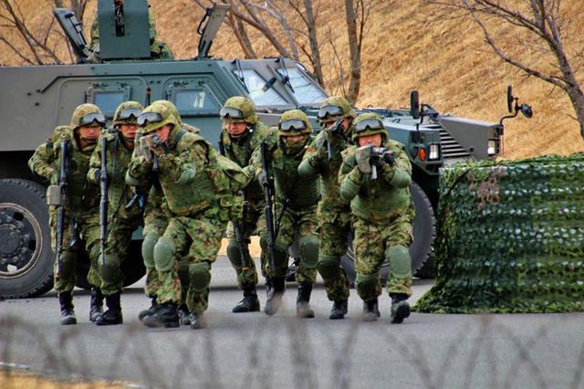 画像1: 県警と共同訓練|相馬原駐屯地