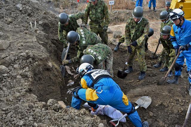 画像1: 震度7想定し緊急援助隊訓練|別府駐屯地
