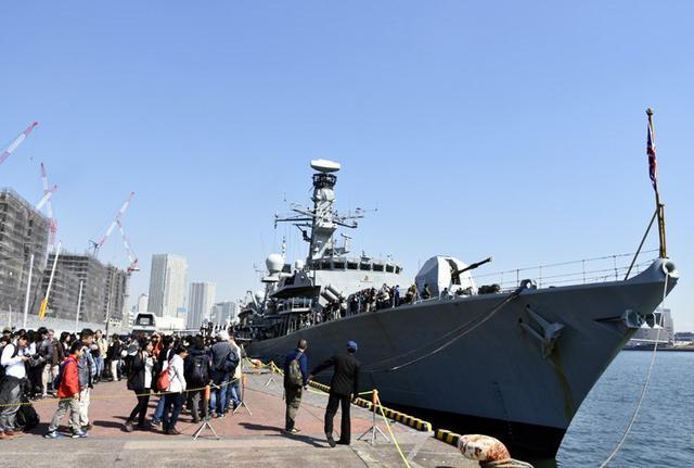 画像: 英海軍艦「モントローズ」迎える|海自護衛艦むらさめ