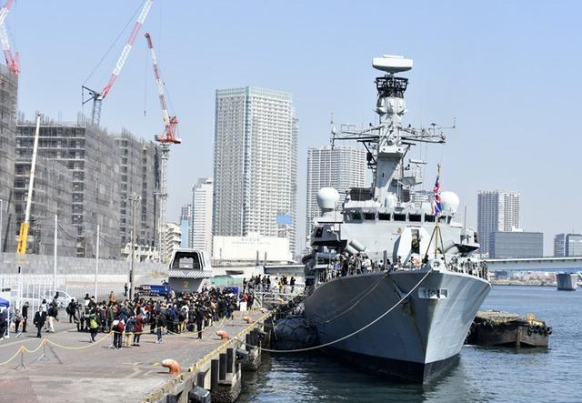 画像: 英海軍のフリゲート艦「モントローズ」