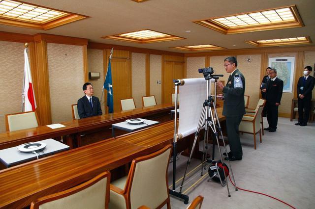画像: 知事の入隊予定者向けビデオ収録|岩手地本