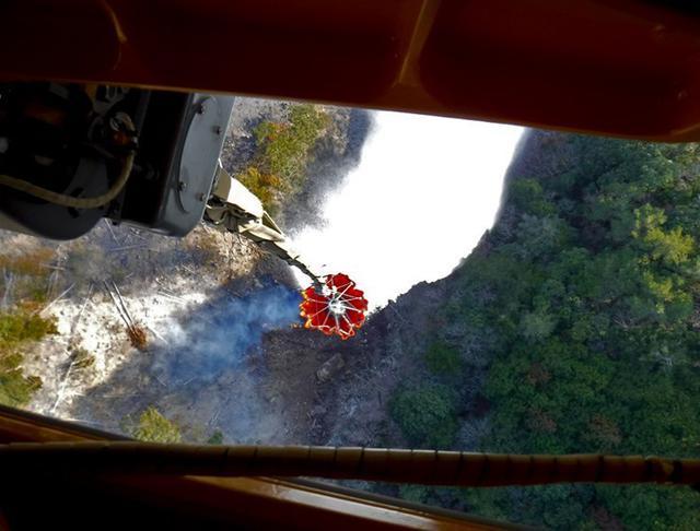画像3: 山林火災 ヘリ4機が出動|八尾駐屯地