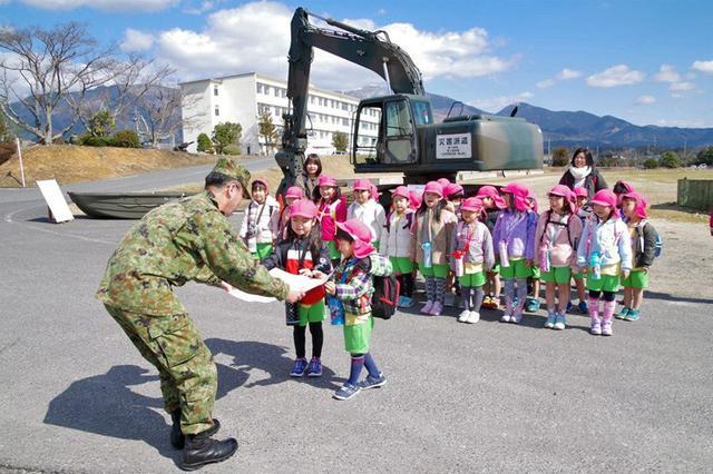 画像: 豪雨災害の園児 災派に感謝|日本原駐屯地