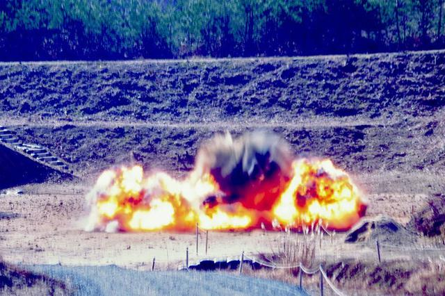 画像5: 創隊以来初めて手榴弾投擲|豊川駐屯地