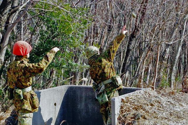 画像1: 創隊以来初めて手榴弾投擲|豊川駐屯地
