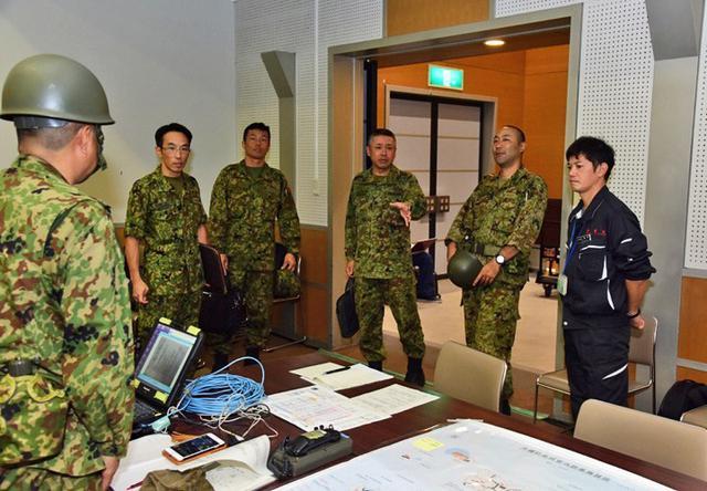 画像2: 県と共催で大地震を想定した実動訓練|陸自15旅団
