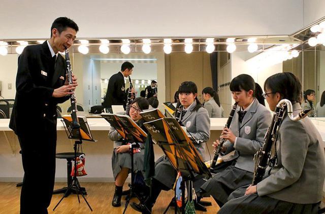 画像1: 海自東音隊員が中高生に演奏指導|静岡地本