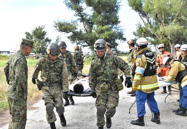 画像1: 県と共催で大地震を想定した実動訓練|陸自15旅団