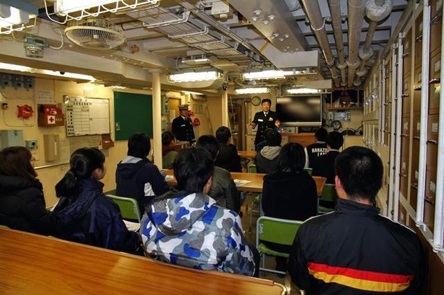 画像: 掃海艇公開で募集広報|香川地本