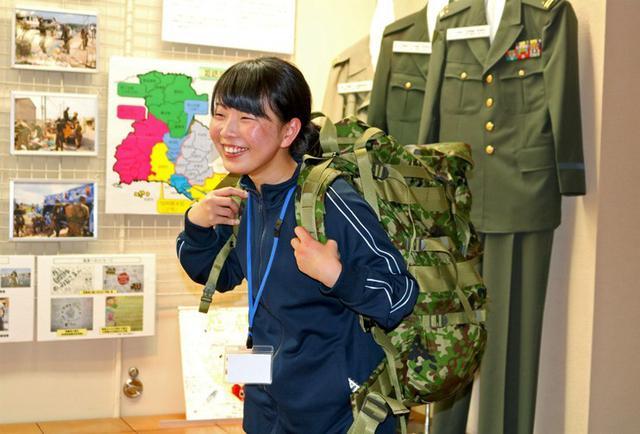 画像3: 女子大生4人に栄養実習|姫路駐屯地