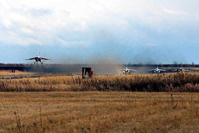 画像: ブルーインパルス 飛行初め|空自松島基地