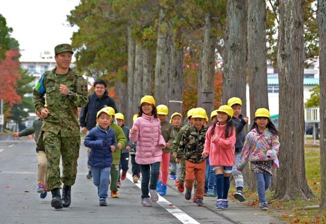 画像: 園児の駐屯地見学に協力|仙台駐屯地