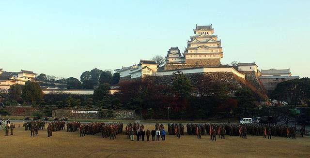 画像: 姫路城クリーン作戦に500人|姫路駐屯地