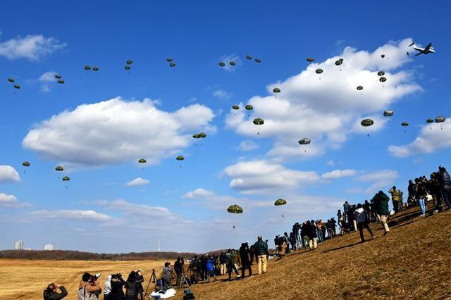画像1: 1空挺団が降下訓練始め|習志野駐屯地