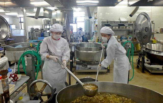 画像: 短大生 現場で大量調理学ぶ|久居駐屯地