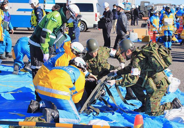 画像1: 大規模災害想定し合同訓練|板妻駐屯地