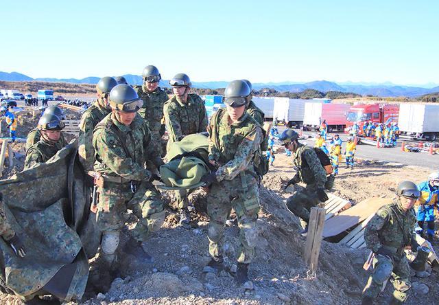 画像3: 大規模災害想定し合同訓練|板妻駐屯地