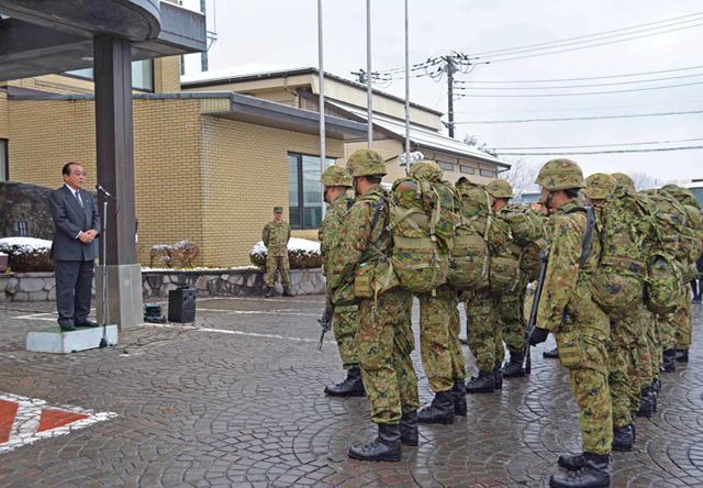 画像2: 3曹昇任者が徒歩行進訓練|北富士駐屯地