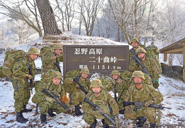 画像3: 3曹昇任者が徒歩行進訓練|北富士駐屯地
