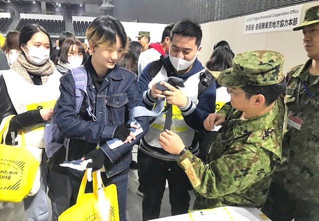 画像2: 「自衛隊ライフハック」外国人に防災指導|東京地本