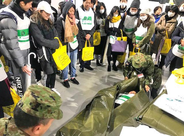 画像3: 「自衛隊ライフハック」外国人に防災指導|東京地本