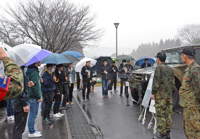 画像5: 入隊予定者らが基地見学|玖珠駐屯地