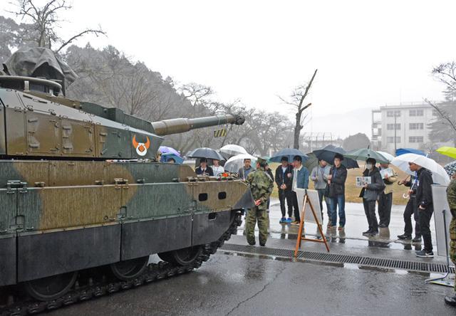 画像1: 入隊予定者らが基地見学|玖珠駐屯地