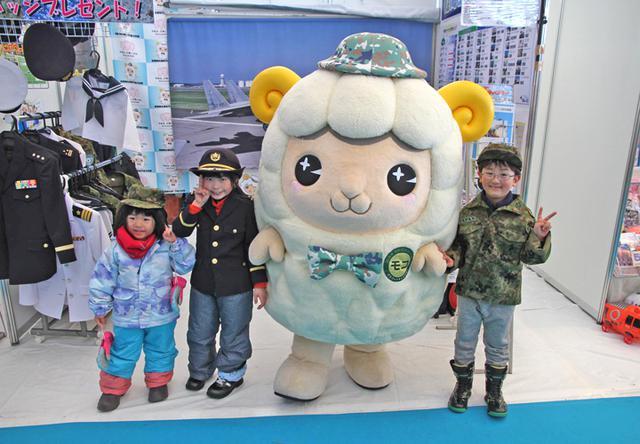 画像2: 「札幌雪まつり」自衛隊ブースに3000人|札幌地本