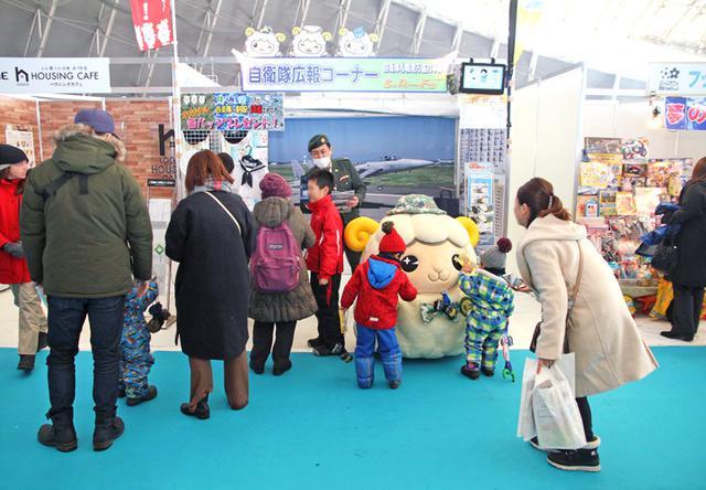画像1: 「札幌雪まつり」自衛隊ブースに3000人|札幌地本