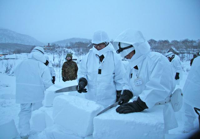 画像5: 北海道初勤務の将官らが寒冷地訓練|陸自冬季戦技教育隊