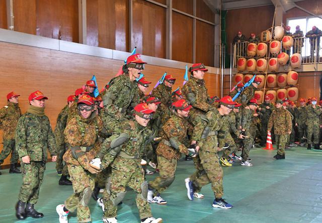 画像3: 中隊対抗騎馬戦、女性隊員も健闘|秋田駐屯地