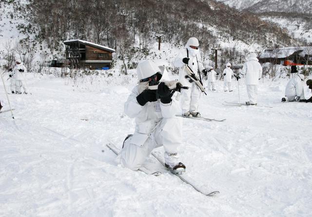 画像8: 北海道初勤務の将官らが寒冷地訓練|陸自冬季戦技教育隊