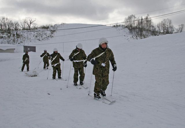画像7: 北海道初勤務の将官らが寒冷地訓練|陸自冬季戦技教育隊