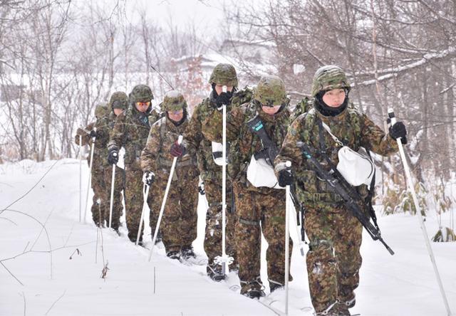 画像3: 氷点下でのスキー行進・総合戦闘訓練|美幌駐屯地