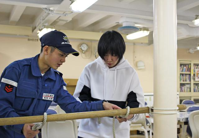 画像1: 入隊予定女子が輸送艦宿泊体験|帯広地本