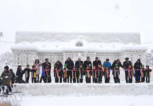 画像1: 「雪燈籠まつり」隊員65人が雪像制作|弘前駐屯地